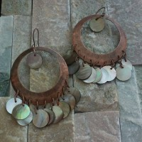 Beige circle shell copper earrings 4